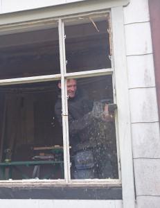 Kim byter fönster